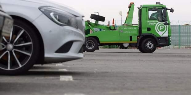 Нарушителей правил парковки на Снежной наказали с помощью эвакуаторов