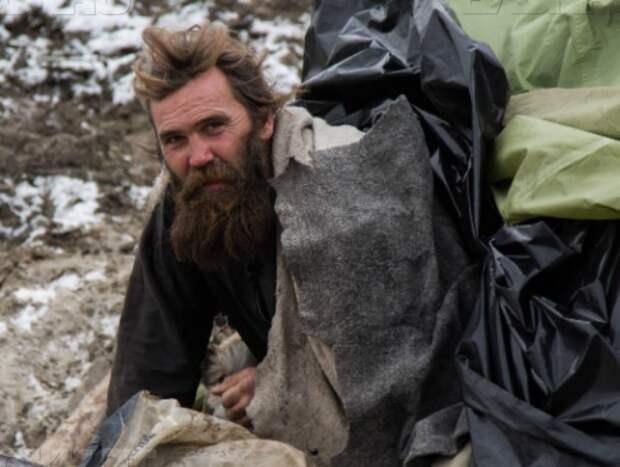 Украинские паломники живут в палатке, чтобы не предавать свою собаку