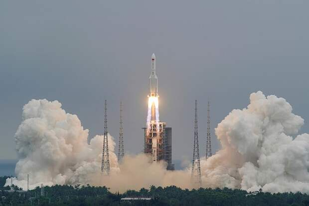 На Землю падает неконтролируемый обломок китайской ракеты