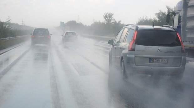 Из-за сильных ливней в Ростовской области стало опасно на дорогах