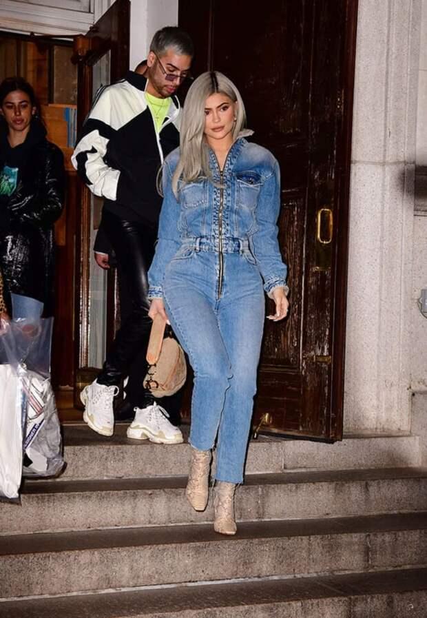 Джинсовые комбинезоны: как носить модный тренд из 90-х?