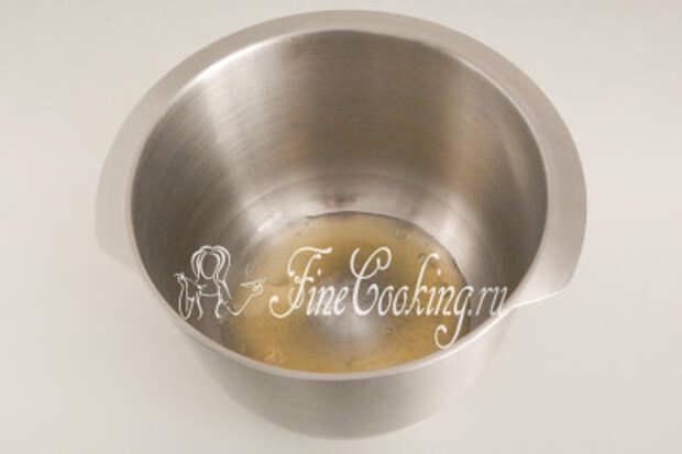 Для взбивания белков всегда берите чистую, обезжиренную и сухую посуду