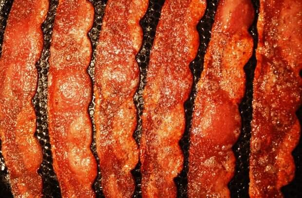 Все о беконе: как делают популярный мясной деликатес