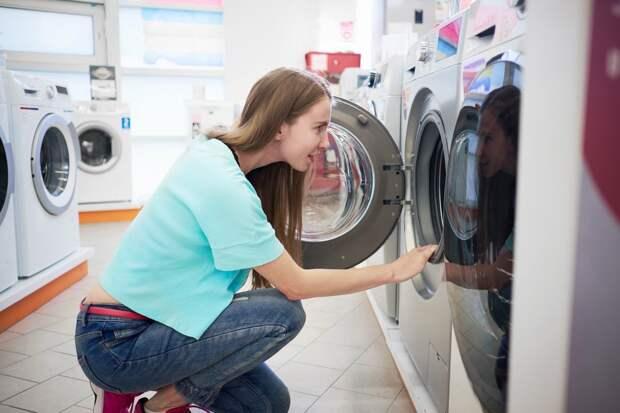 Почему стоит закрывать стиральную машинку, уходя из дома