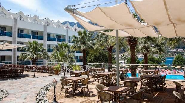 Турист из России перечислил преимущества турецких отелей «18+» перед обычными гостиницами