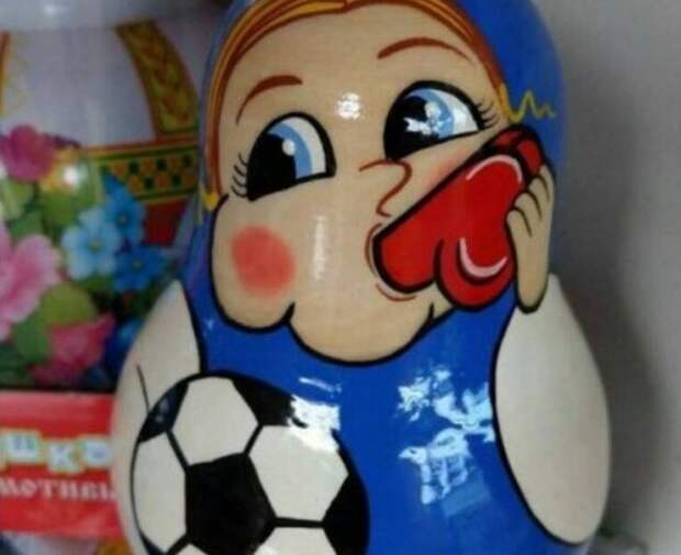 """""""Лучшие"""" сувениры чемпионата мира по футболу"""