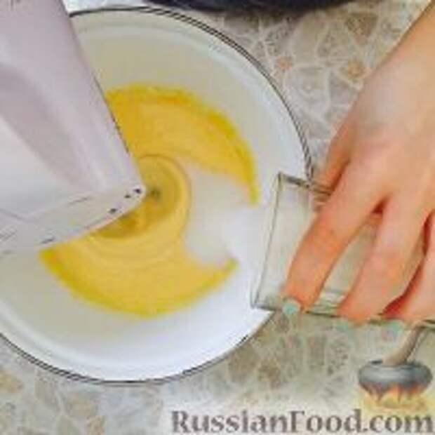 """Фото приготовления рецепта: Кефирный торт """"Деревенский"""" - шаг №2"""