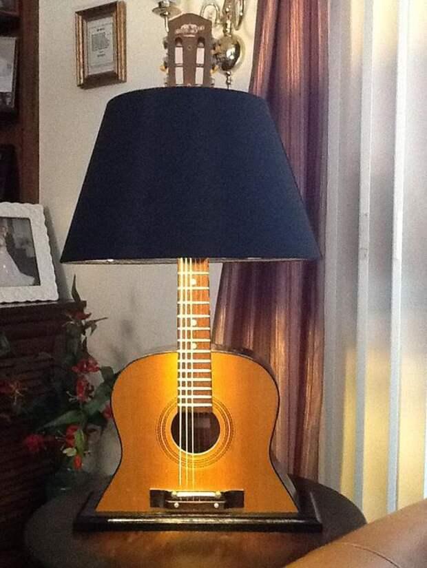 Светильники из гитар