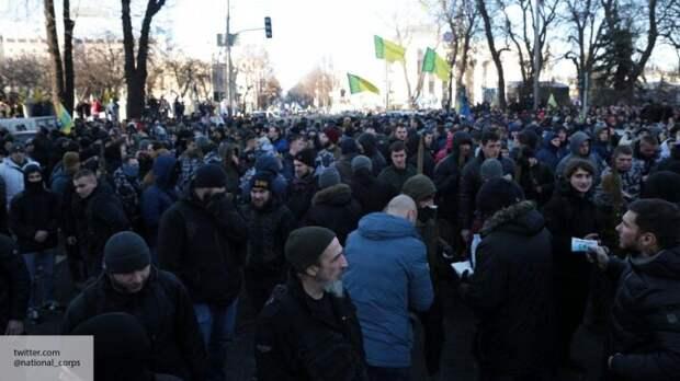 На Украине начались массовые увольнения: эксперты предупреждают об угрозе бунтов