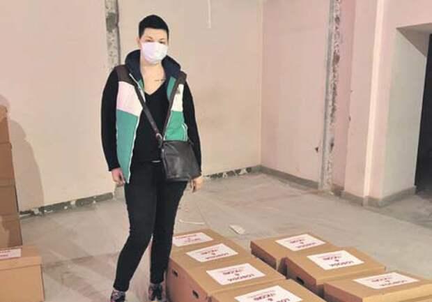 Ирина Рязанцева перед отправкой помощи нуждающимся/ из личного архива