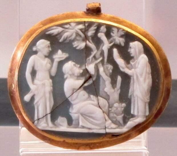 Камея. Женщины приносят подношения крылатому фаллосу археология, история, расследование, тайны