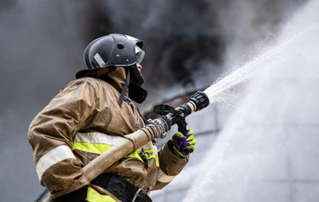 В Комсомольске-на-Амуре горит нефтезавод