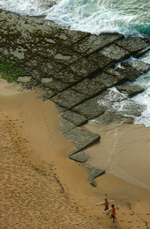 Любопытная каменная структура в Ассафоре (Португалия).