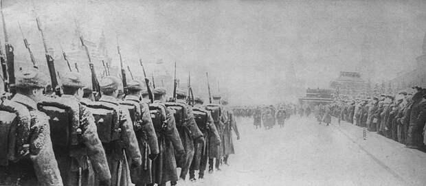 Парад на Красной площади 7 ноября 1941 года. Солдаты с винтовками СВТ-40 Велика Отечественная война, История Родины, СССР