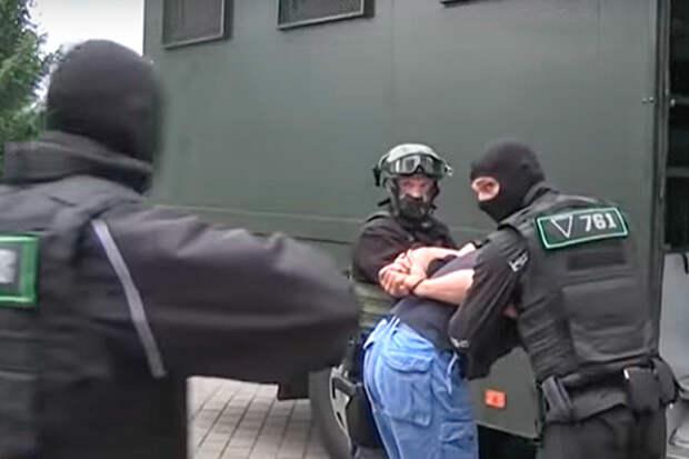А почему все считают, что вагнеровцы прилетели в Беларусь свергать Лукашенко? Почему не защищать?