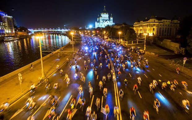 Ночной велопарад в Москве: автомобилистов опять просят подвинуться