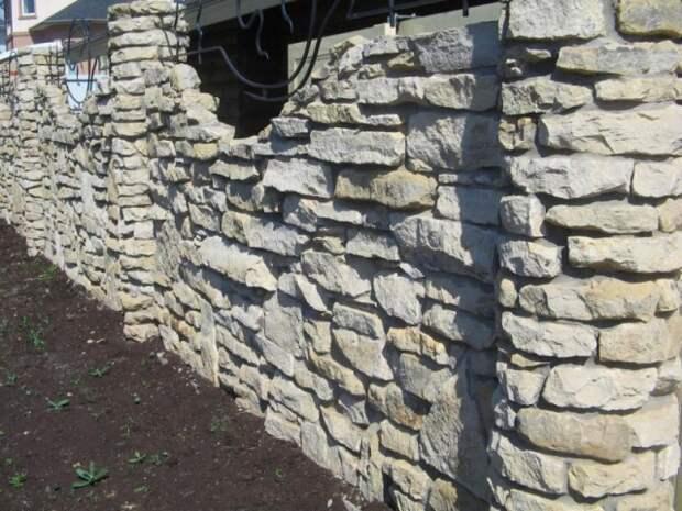 Забор из камня своими руками — 35 лучших фото идей