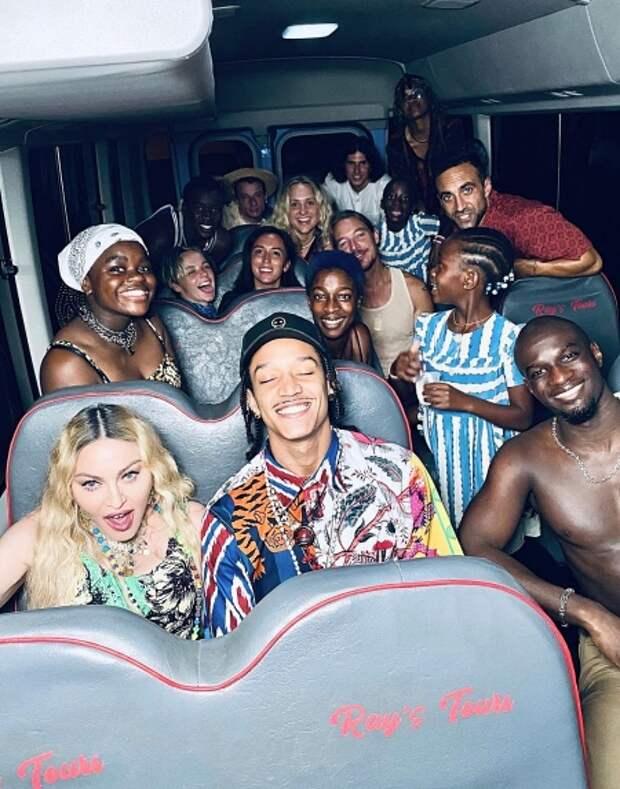 Вечная вечеринка: Мадонна отметила день рождения с бойфрендом и детьми на Ямайке