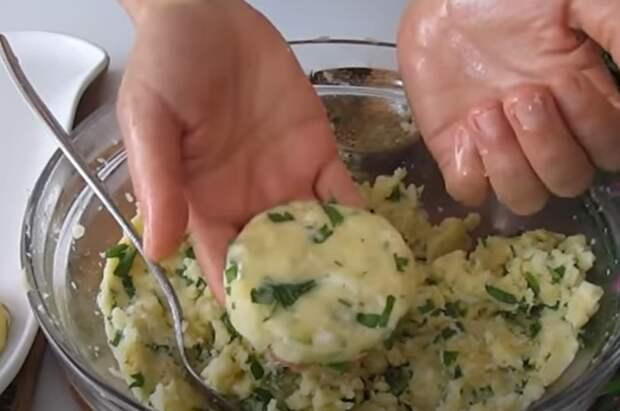 Если у вас дома есть картофель.  Легкий, дешевый и вкусный ужин