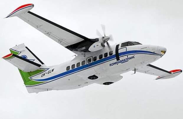 Как хорошо видно на примере L-410, самолет, требующий короткой взлетно-посадочной полосы, вполне может иметь убирающиеся шасси и не нуждаться в подкосах под крылом  / ©Wikimedia Commons