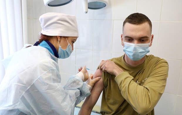 Масштабную кампанию по вакцинации развернули в российской армии