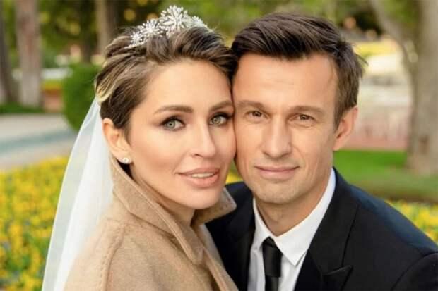 «Думала, что этой ночью умру. Муж с командой улетел в Екатеринбург. Первая версия – отравление, как в случае Навальным», - Анна Семак