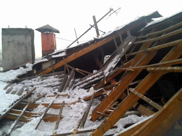 В Курганинском районе из-за снега обрушилась крыша многоквартирного дома