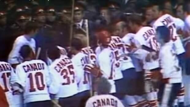 Жуткая драка в игре СССР-Канада. Советскую милицию избивали клюшками: видео
