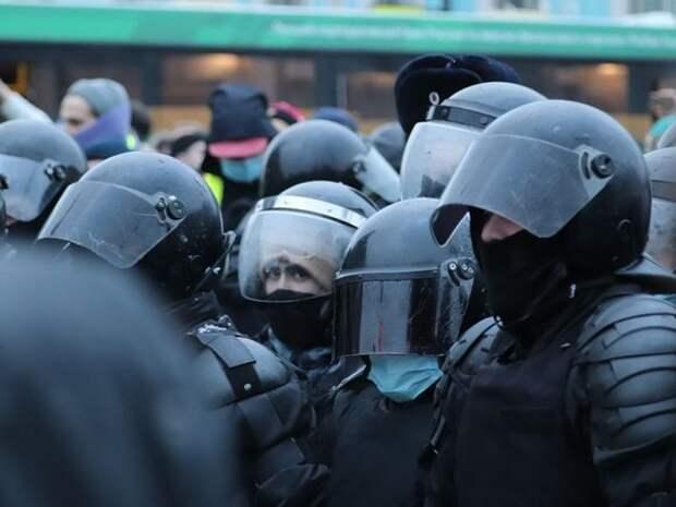 На протесте в Улан-Удэ силовики втроем скрутили беззащитную пенсионерку