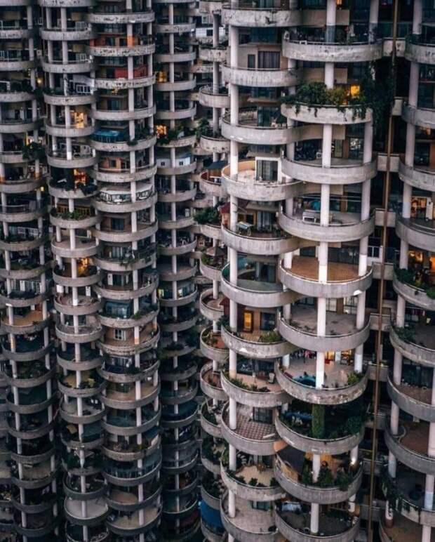 Интересные балконы в многоэтажке