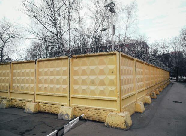 Как бетонный забор стал частью советского человека