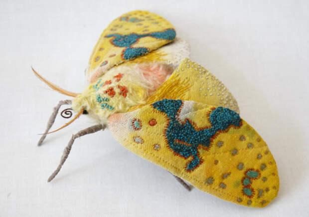 Прекрасные бабочки из ткани и ниток, выполненные в специальной технике вышивания.