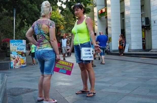 Жители Крыма снова пожаловались на российских туристов