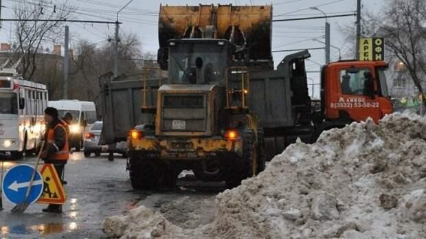 С улиц Оренбурга за выходные вывезли 4,3 тысячи кубометров снега