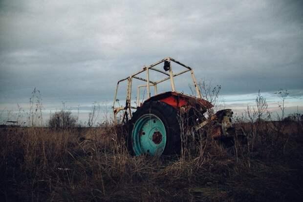 Ода советскому трактору город, красивый вид, пастораль, село, сельский пейзаж, техника, трактор, эстетика
