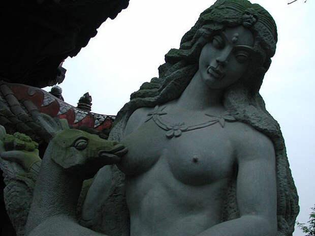 weirdstatues14 29 самых отвратительных и нелепых статуй со всего света