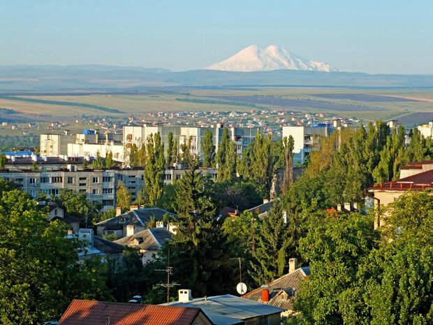 Вид на Эльбрус из города Пятигорска