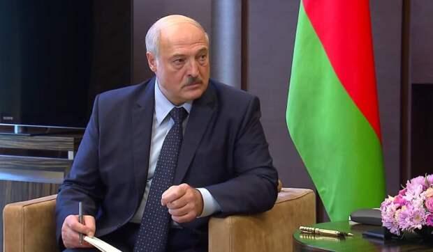 Политолог Марголин о частом появлении Лукашенко с собакой: Больше никому не доверяет