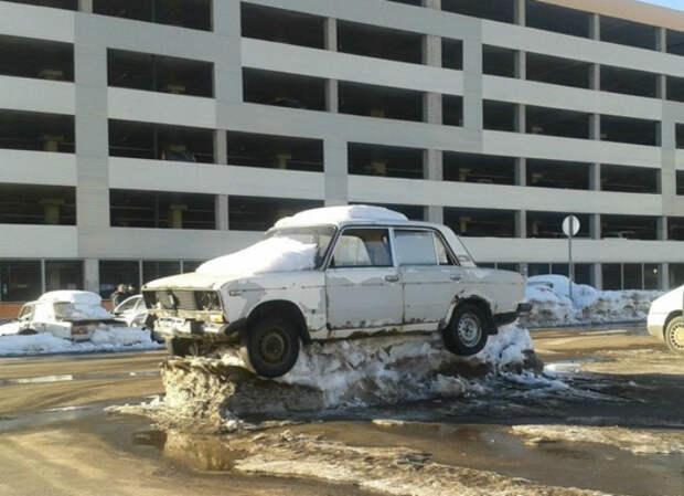 На снежном пьедестале. | Фото: Humor.fm.