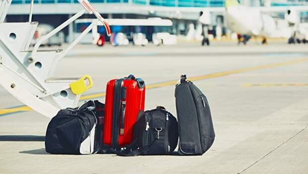 Багаж возле трапа самолета. Архивное фото