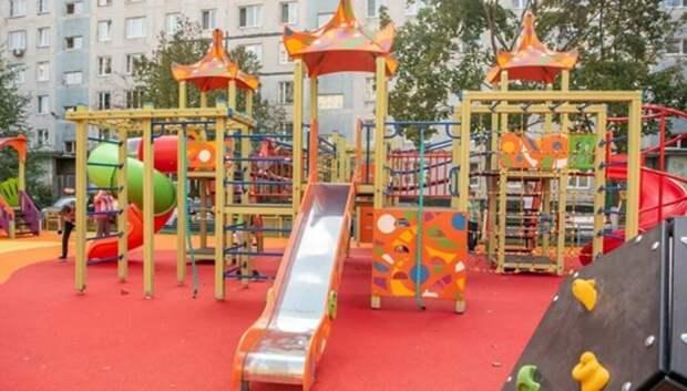 В Подмосковье уже установили около 180 детских площадок