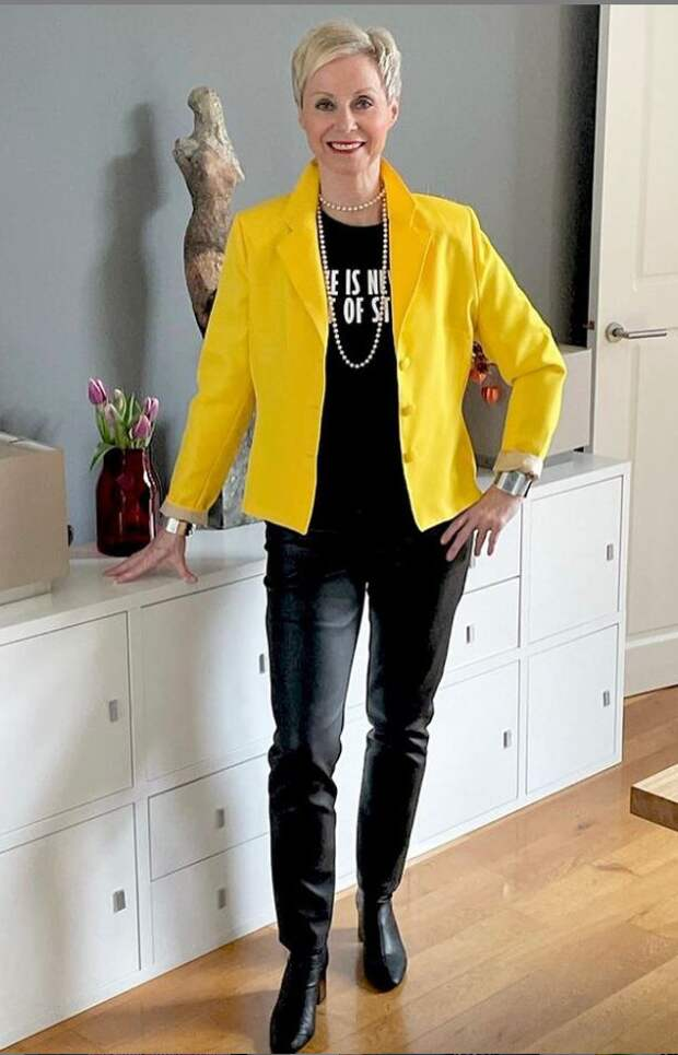 Как в обычных джинсах или брюках выглядеть современно