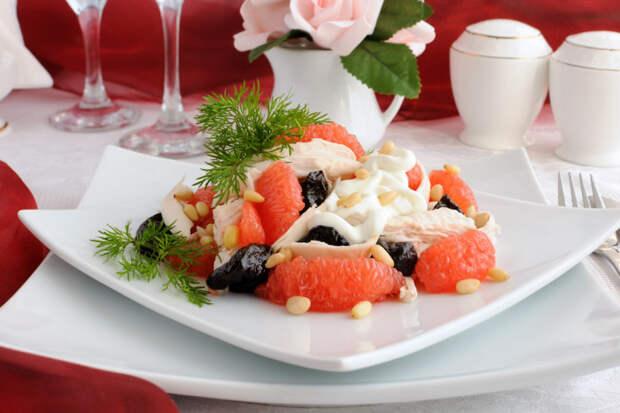 Салат из куриного филе с грейпфрутом и йогуртовой заправкой