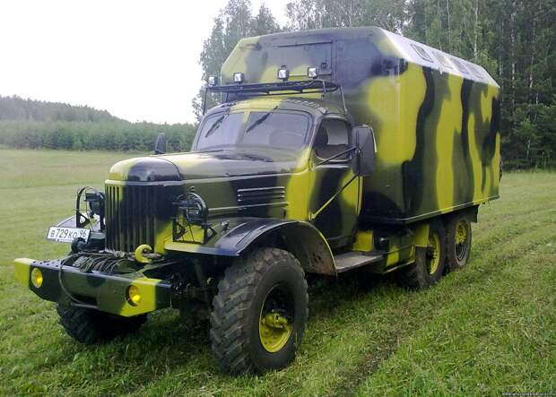 ЗиЛ-131 – брутальный грузовой «проходимец» советской армии