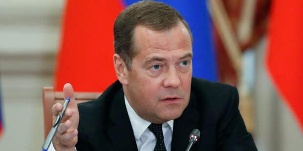 Медведев в роли предсказателя