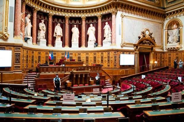 Сенат Франции выслушал манекенщиц, изнасилованных вмодельном агентстве Elite Model