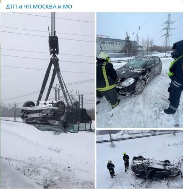 На Новодачном шоссе автомобиль улетел в кювет
