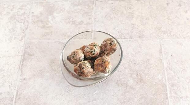 Сытный овощной минестроне с перловкой и фрикадельками. Шаг 4