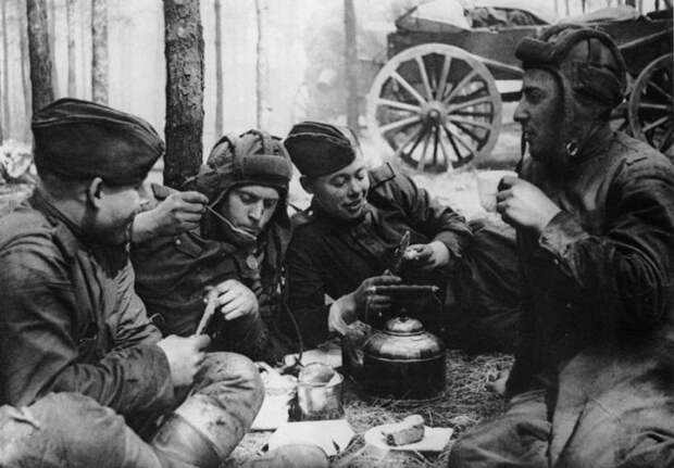Интервью советского танкиста, воевавшего на танках союзников (22 фото)