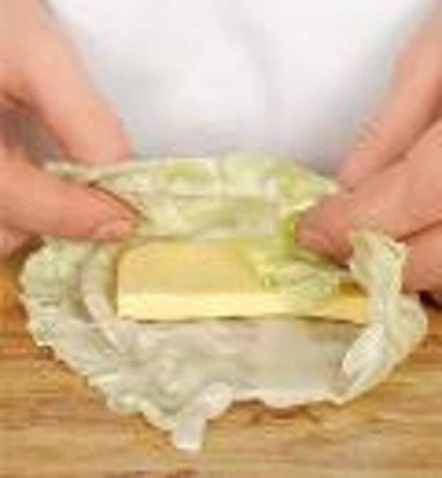 Конвертики из молодой капусты с сыром. Шаг 2